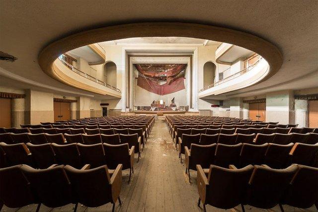 Занедбані театри Європи: вражаючі фото - фото 299524