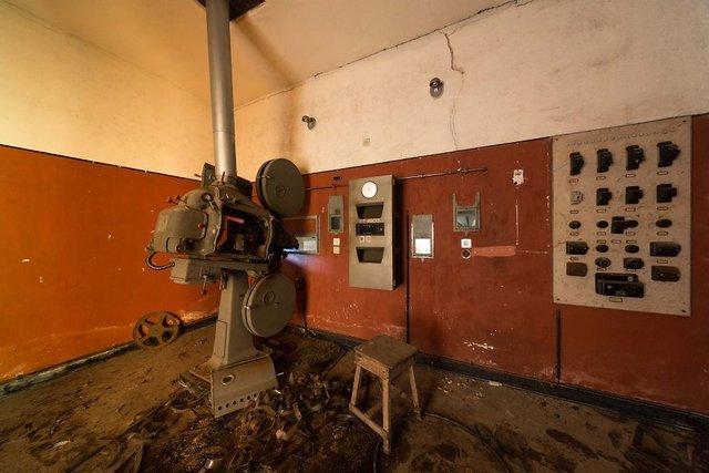 Занедбані театри Європи: вражаючі фото - фото 299525