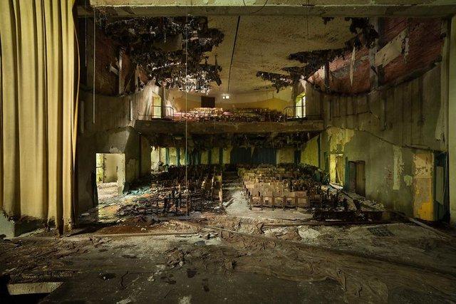 Занедбані театри Європи: вражаючі фото - фото 299526