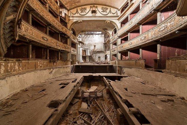 Занедбані театри Європи: вражаючі фото - фото 299527