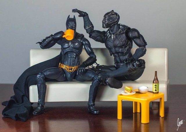 Чим займаються супергерої, коли не рятують світ: епічні фото - фото 299560