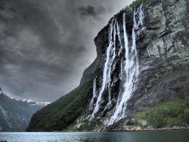 Найбільш красиві водоспади взимку - фото 300125
