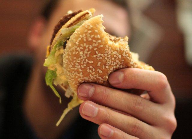 Жирна їжа викликає сонливість  - фото 300189