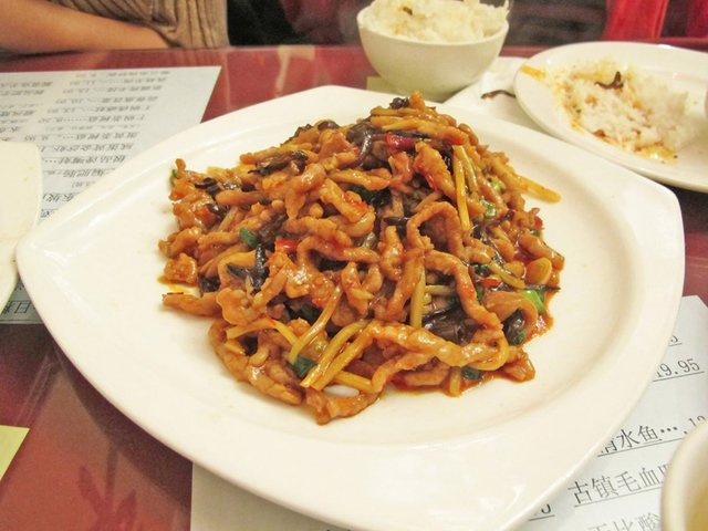 Дивні страви, які туристам радять скуштувати у Китаї   - фото 300502