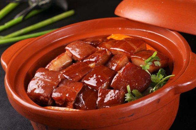 Дивні страви, які туристам радять скуштувати у Китаї   - фото 300503