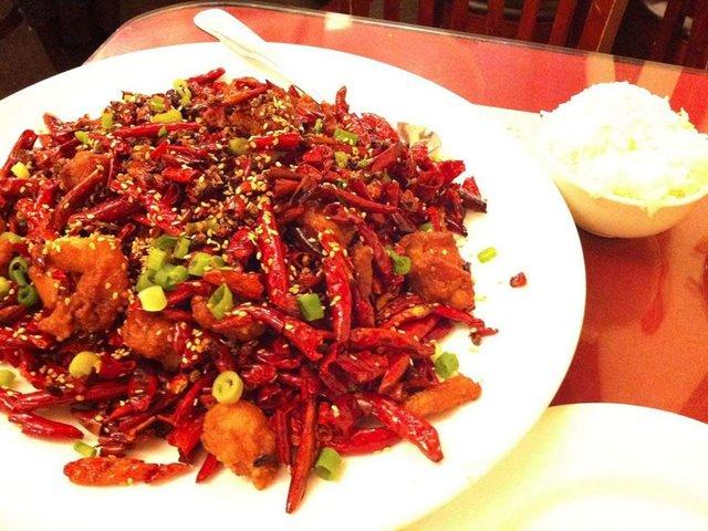 Дивні страви, які туристам радять скуштувати у Китаї   - фото 300505