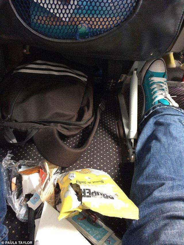 Сім'я провела двогодинний політ, сидячи на підлозі літака - фото 301105