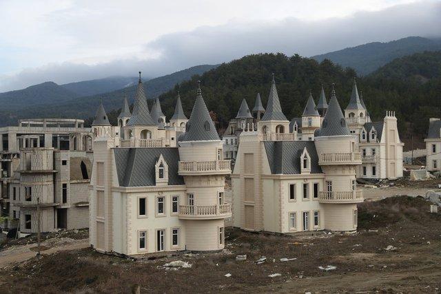 Як виглядає сучасне місто-привид із покинутих 'діснеївських замків' в Туреччині - фото 301895