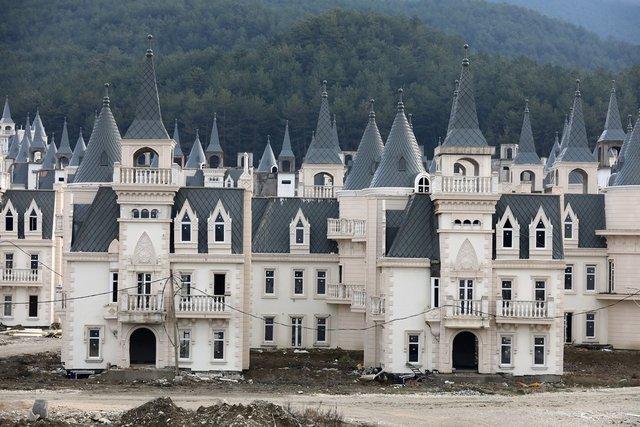Як виглядає сучасне місто-привид із покинутих 'діснеївських замків' в Туреччині - фото 301898