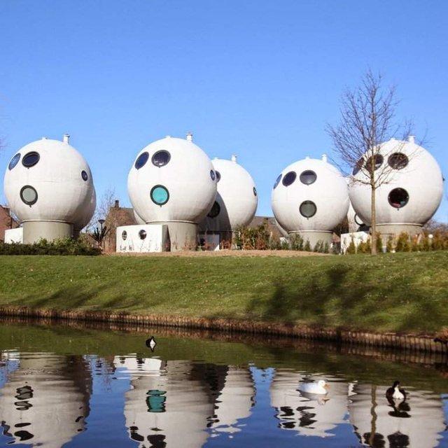 Як живуть люди у бетонних будиночках-кулях у Нідерландах - фото 302921