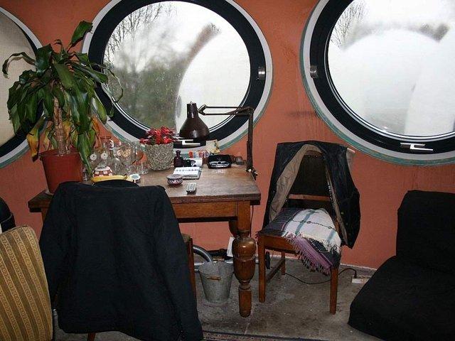 Як живуть люди у бетонних будиночках-кулях у Нідерландах - фото 302925
