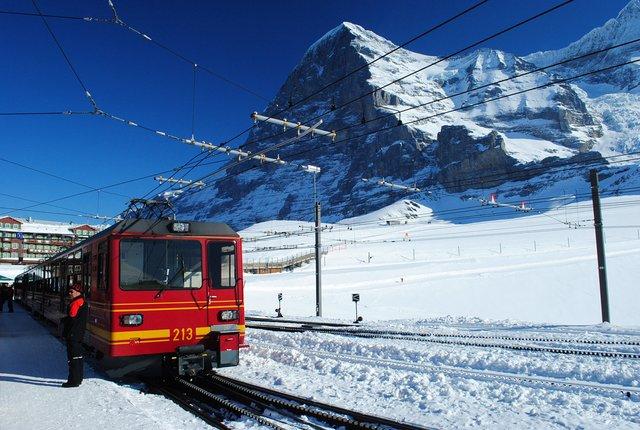 Відпочинок взимку: чому варто поїхати у Швейцарію - фото 303148