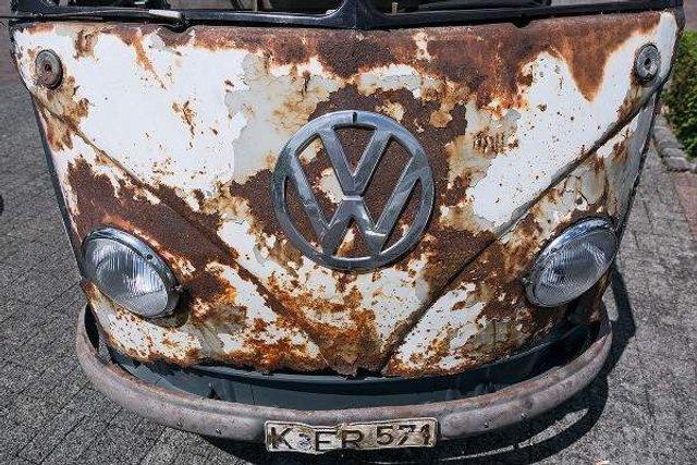 У Німеччині знайшли рідкісний VW Transporter 50-х років - фото 303196