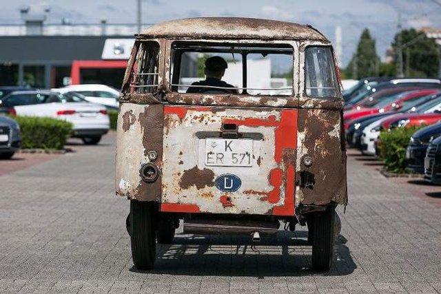 У Німеччині знайшли рідкісний VW Transporter 50-х років - фото 303197