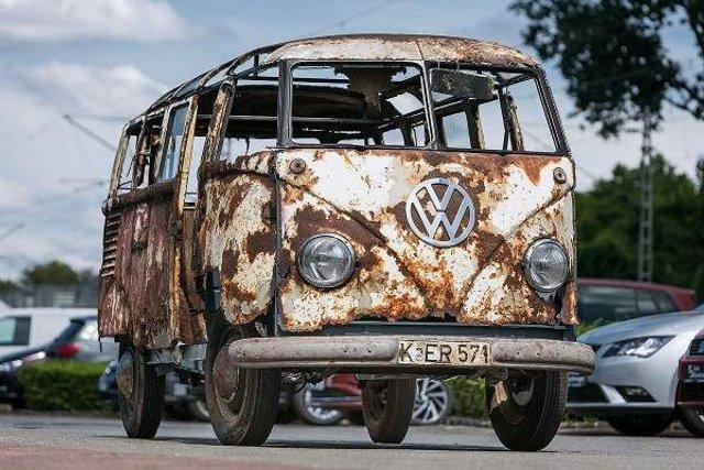 У Німеччині знайшли рідкісний VW Transporter 50-х років - фото 303198