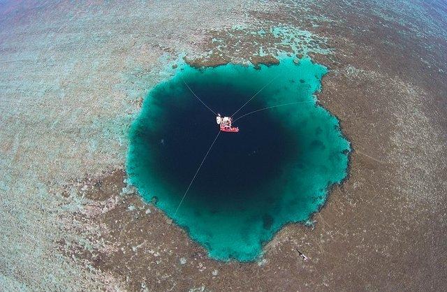 У Китаї знайшли найглибшу блакитну діру в світі    - фото 303586