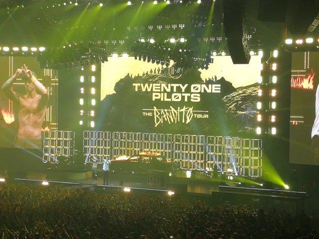 Уперше в Україні: як пройшов шалений концерт Twenty One Pilots у Києві - фото 304805