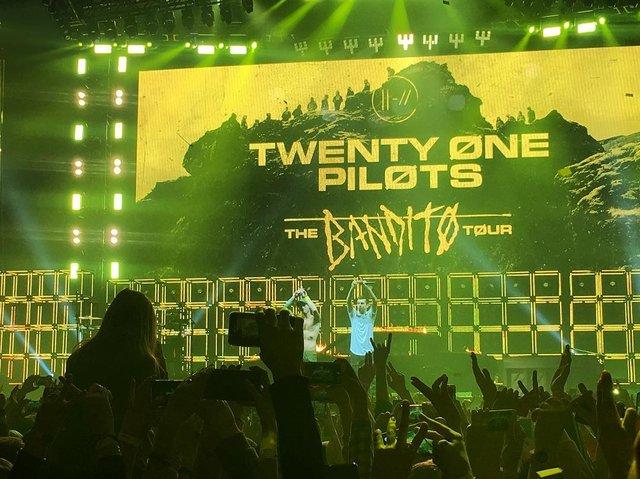 Уперше в Україні: як пройшов шалений концерт Twenty One Pilots у Києві - фото 304814