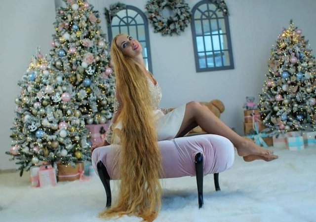 Українка, яка 28 років не стригла волосся, показала нові фото - фото 305643