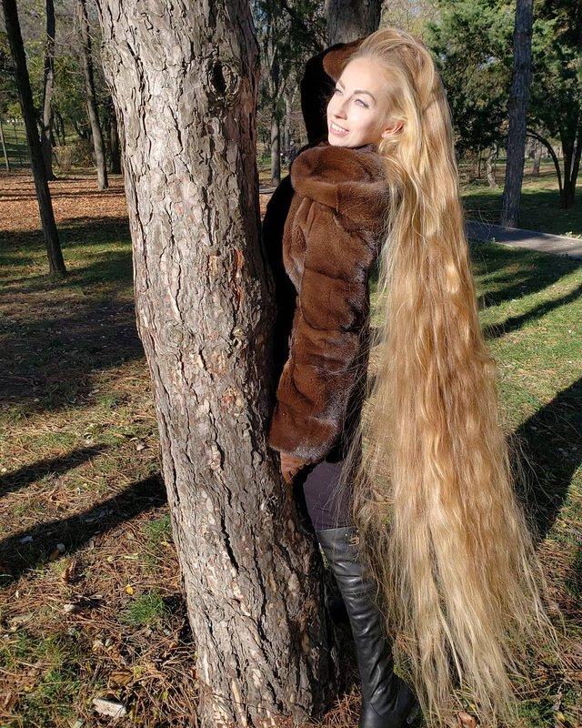 Українка, яка 28 років не стригла волосся, показала нові фото - фото 305645
