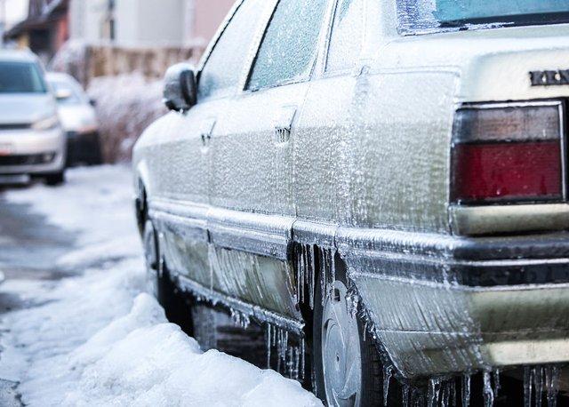 Моторошна краса: як виглядає крижана зима у Румунії - фото 305896