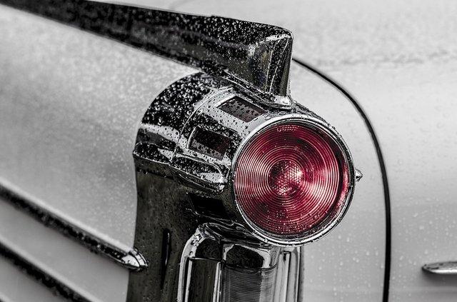 Гід по ввічливому використанню фар: коли і як моргати на дорозі - фото 305979