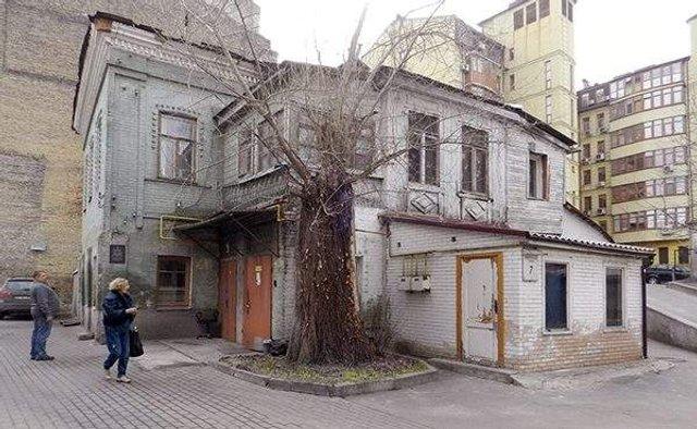 Найстаріша житлова будівля Києва у колоритних фото - фото 306701