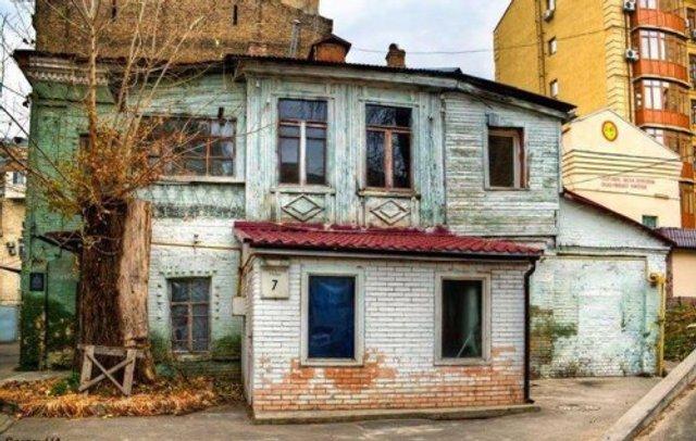 Найстаріша житлова будівля Києва у колоритних фото - фото 306702