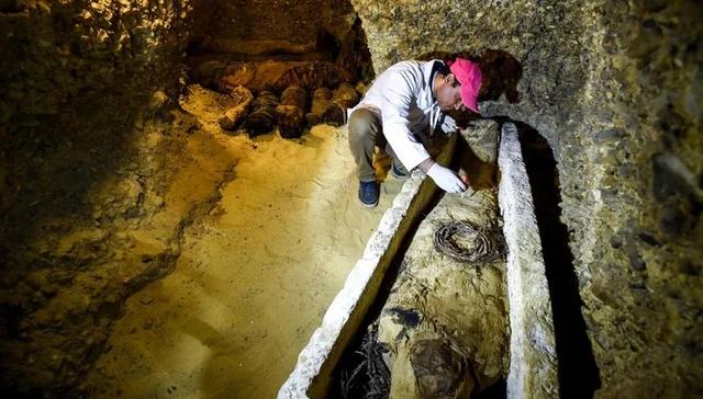 Єгипетська поліція повідомила, що виявила стародавню гробницю - фото 307037