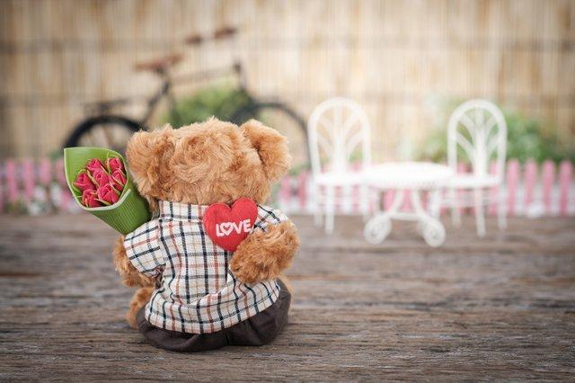 Українці стали більше витрачати грошей у День Валентина - фото 307598