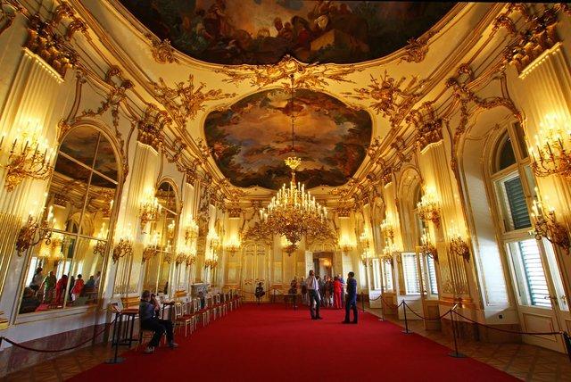 Тут жили монархи Австро-Угорщини, два рази бував Наполеон - фото 308136