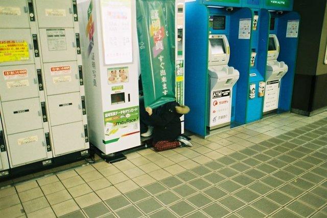 Життя та мода на вулицях Японії: незвичайні фото - фото 308607
