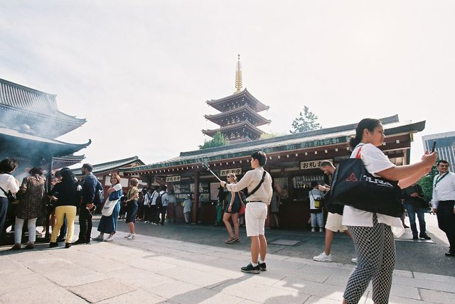 Життя та мода на вулицях Японії: незвичайні фото - фото 308609