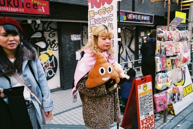 Життя та мода на вулицях Японії: незвичайні фото - фото 308612
