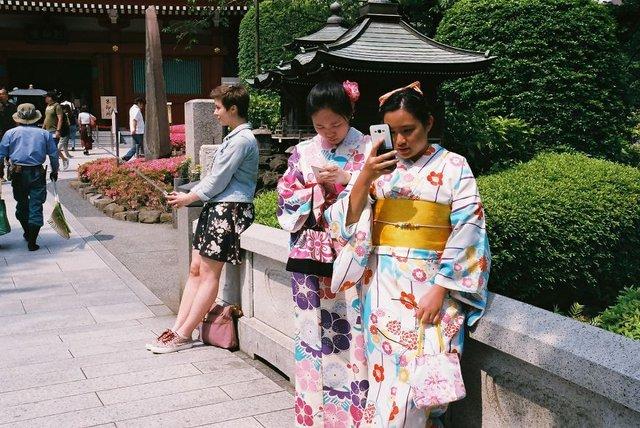 Життя та мода на вулицях Японії: незвичайні фото - фото 308614