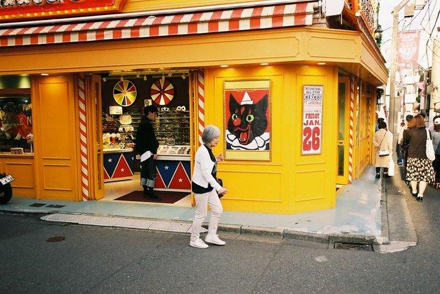 Життя та мода на вулицях Японії: незвичайні фото - фото 308618