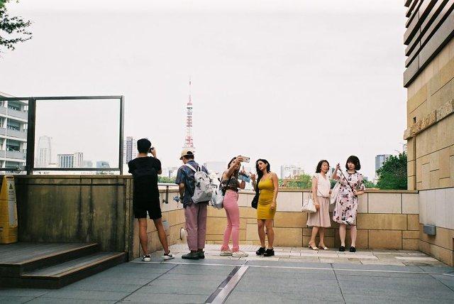 Життя та мода на вулицях Японії: незвичайні фото - фото 308622