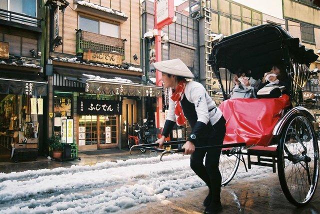 Життя та мода на вулицях Японії: незвичайні фото - фото 308623