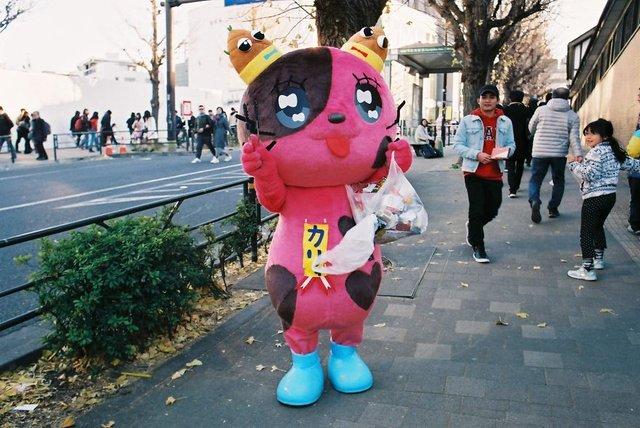 Життя та мода на вулицях Японії: незвичайні фото - фото 308629