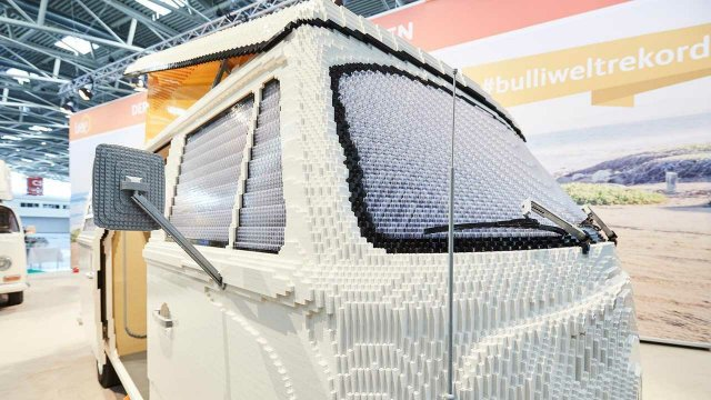 400 тисяч деталей Lego: на виставці показали повнорозмірну копію фургона Volkswagen - фото 309047