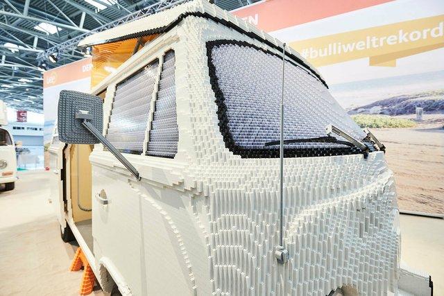 400 тисяч деталей Lego: на виставці показали повнорозмірну копію фургона Volkswagen - фото 309049