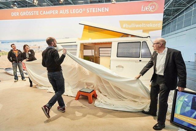400 тисяч деталей Lego: на виставці показали повнорозмірну копію фургона Volkswagen - фото 309053