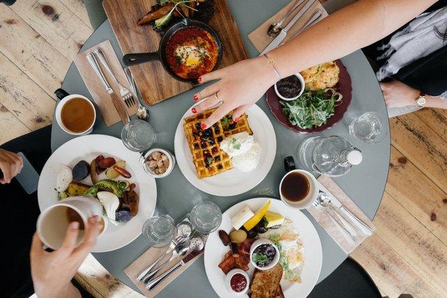 Чому важливо обідати на роботі - фото 309303