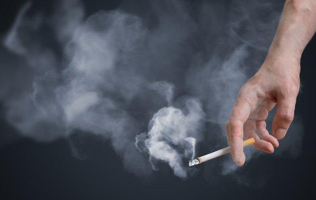 Куріння негативно впливає на стан кісток - фото 309887