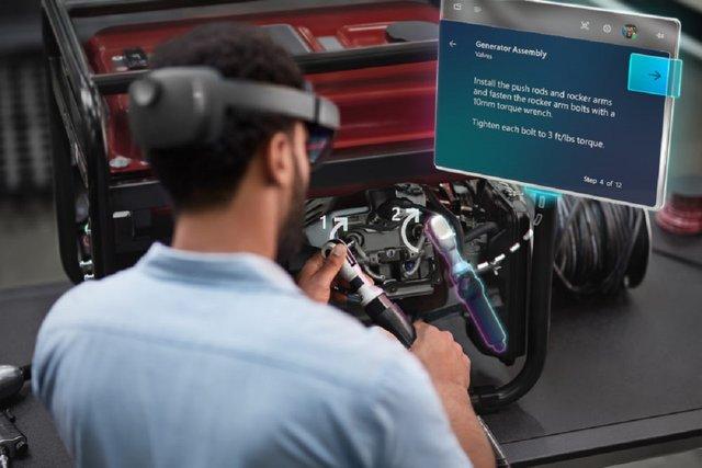 Гарнітура змішаної реальності HoloLens 2 - фото 310085