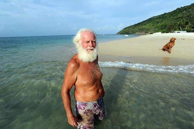 Сучасний Робінзон: мільйонер вже 26 років живе на безлюдному острові - фото 310114