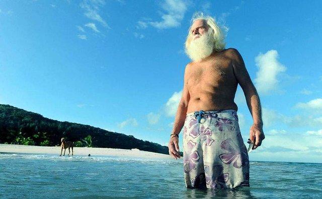 Сучасний Робінзон: мільйонер вже 26 років живе на безлюдному острові - фото 310115