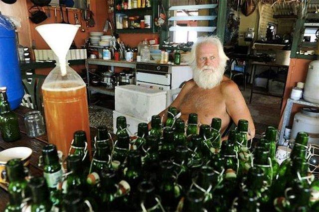 Сучасний Робінзон: мільйонер вже 26 років живе на безлюдному острові - фото 310116
