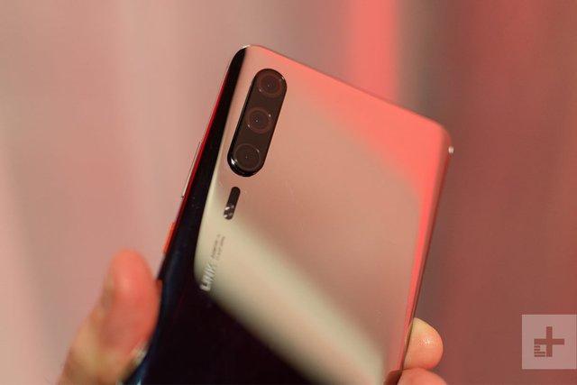 Топовий смартфон Huawei P30 показали на живих фото - фото 310259