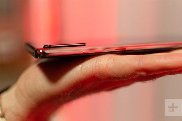 Топовий смартфон Huawei P30 показали на живих фото - фото 310262